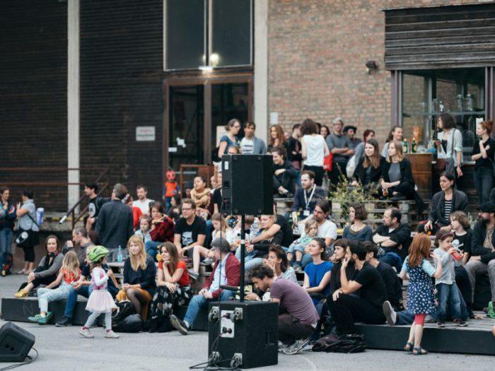Hunderte feierten beim Sommerfest in der Nordbahnhalle im Rahmen von #warumfährstDUnicht. Foto: Ian Ehm