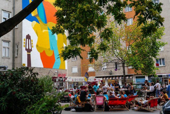 Im August 2018 wurde eine Feuermauer am Ludwig-Hirsch-Platz im 2. Bezirk von einem spanischen Streetart Künstler mit einem Kunstwerk bemalt. Foto: Hochmuth