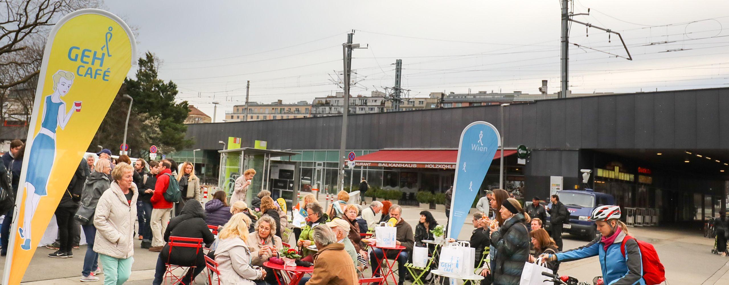 Am 5. April 2018 spazierten die Besucherinnen und Besucher des Geh-Cafés gemeinsam rund um den Praterstern. Foto: Christian Fürthner