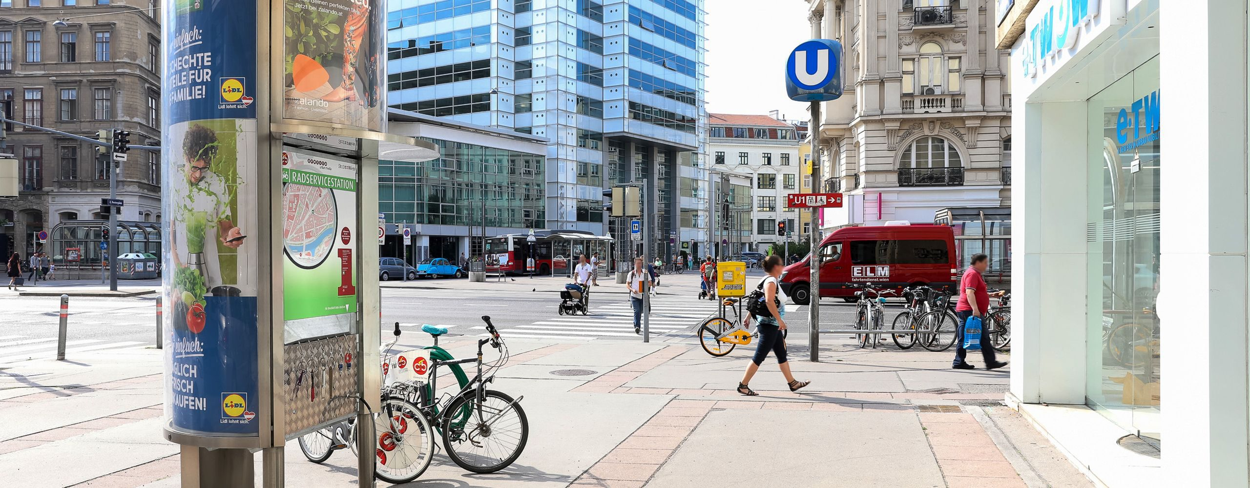 """Die Radservicestionen der Gewista sind eine Ergänzung zu dem bestehenden Wiener Pumpen. Die Stationen bietet aber neben """"frischer Luft"""" auch Werkzeug an, um kleinere Reparaturen selbst durchzuführen. Foto: Gewista"""
