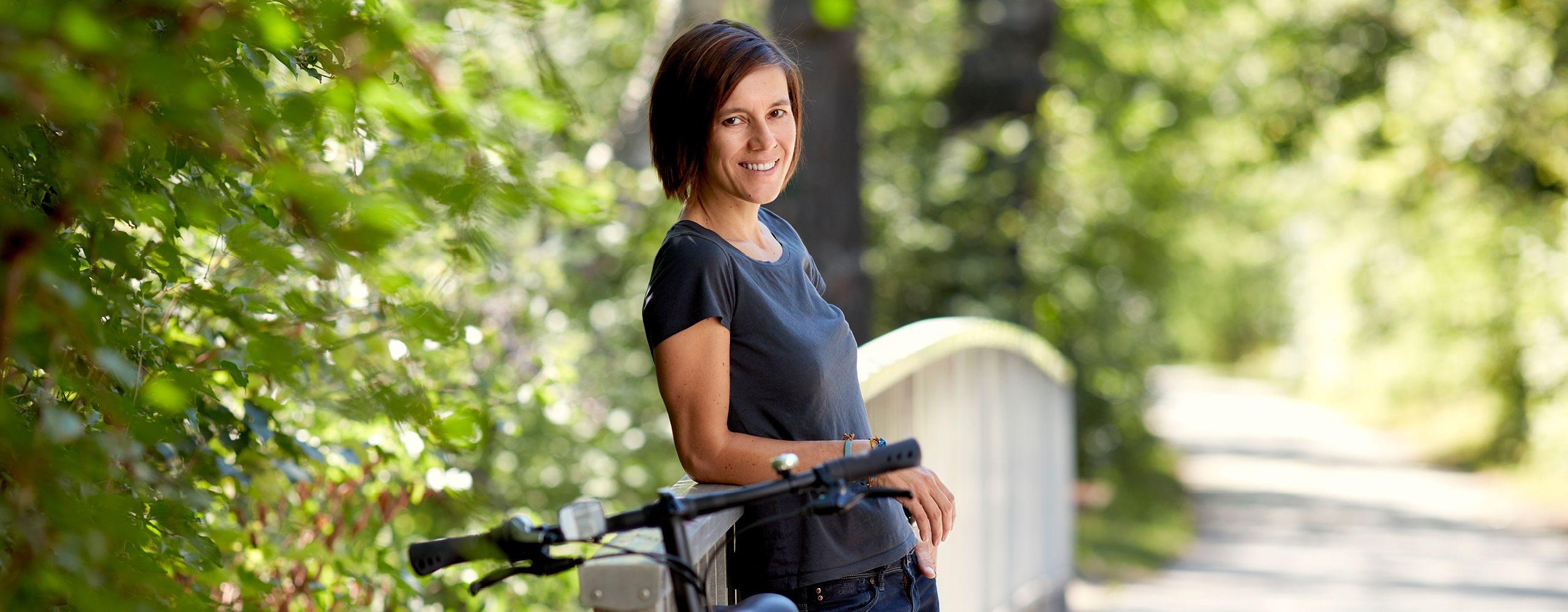 Schauspielerin Pia Herzegger fährt Fahrrad. #warumfährstDUnicht Foto: Ian Ehm