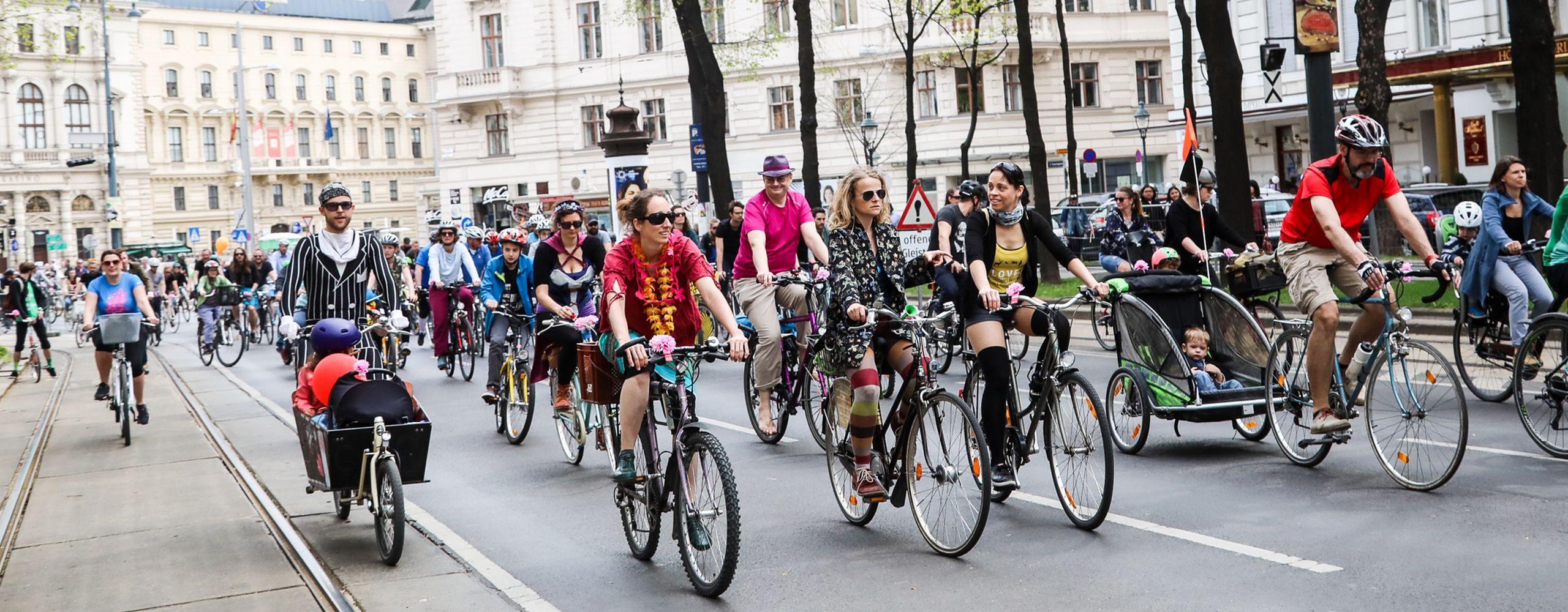 Bei der traditionellen gemeinsamen Radausfahrt am Wochenende des Bike Festivals, der RADpaRADe haben im Jahr 2018 mehr als 10.000 Radler teilgenommen. Foto: Christian Fürthner