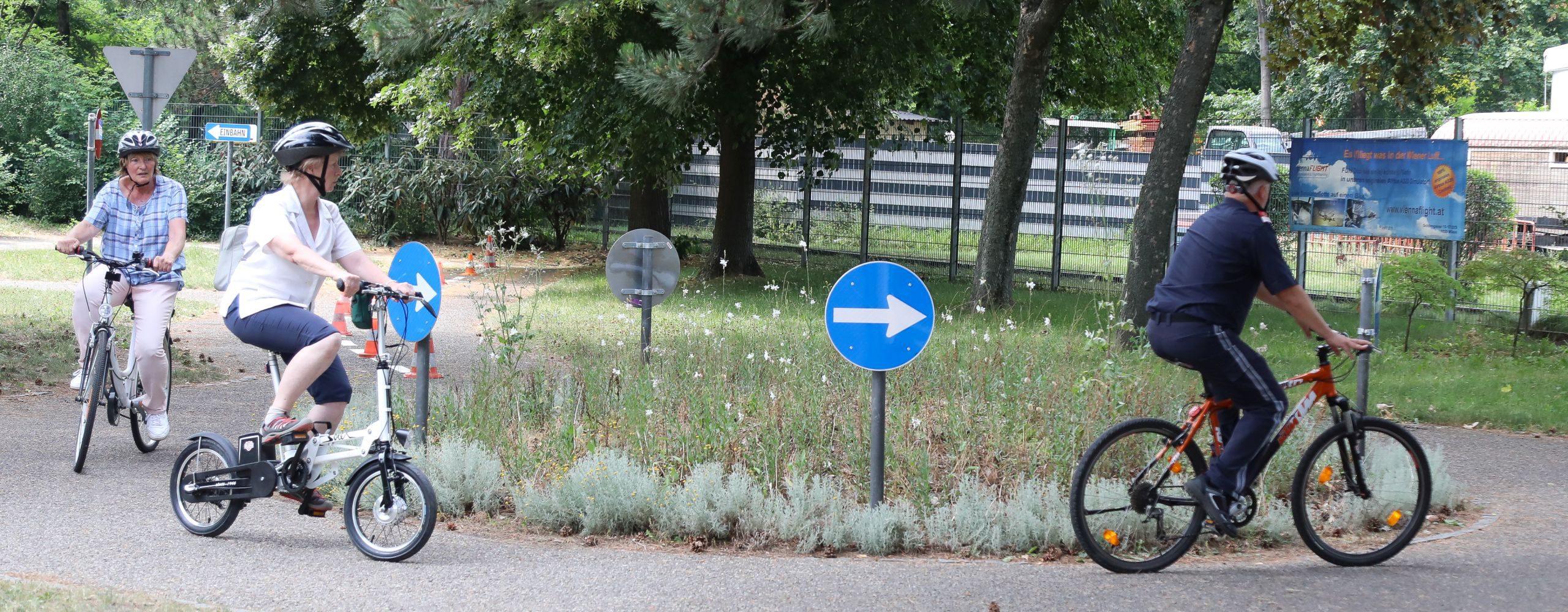 Das SeniorInnenbüro der Stadt Wien, die Verkehrspolizei, der Bezirk Leopoldstadt und die Mobilitätsagentur veranstalten ein kostenloses Radsicherheitstraining sowie einen Räder-Check für SeniorInnen. Foto: Christian Fürthner