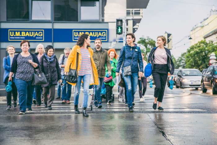 Beim gemeinsamen Spaziergang wurde das Grätzl rund ums Nordbahnhofgelände erkundet. Foto: Heidi Pein