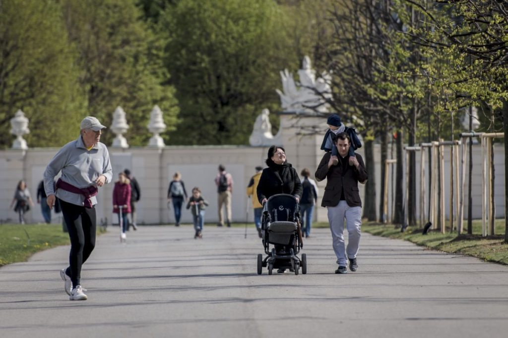 Spaziergänger im Belvedere