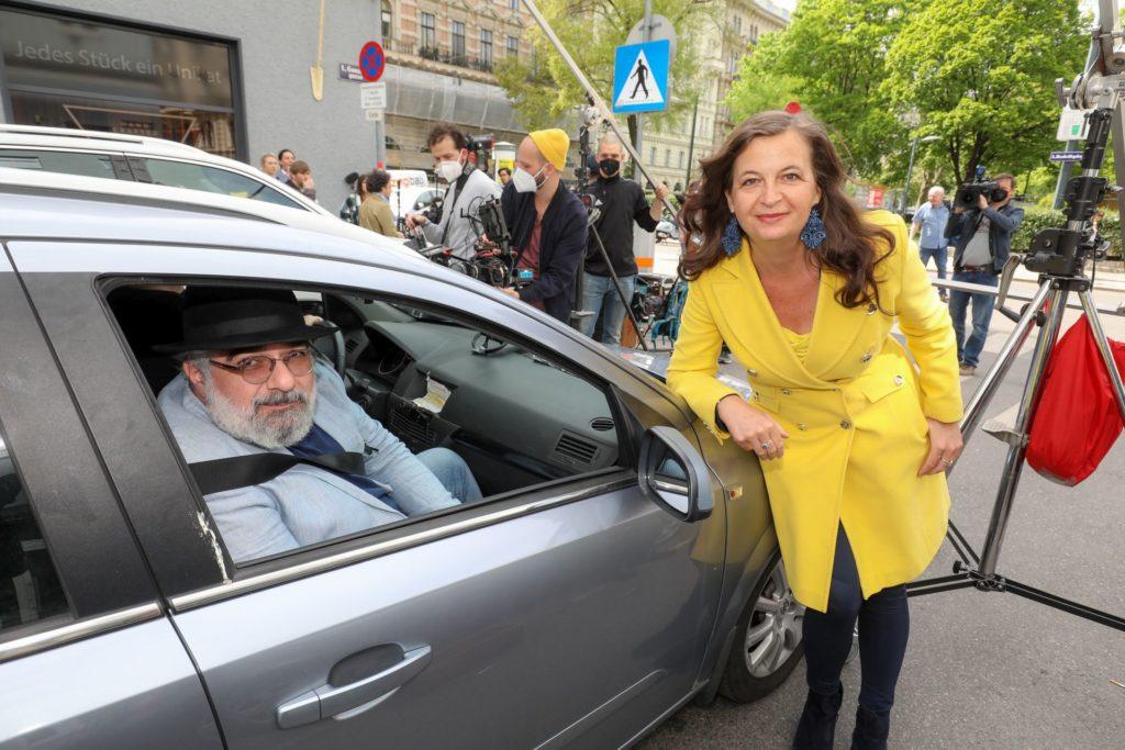 Stadträtin Sima und Kabarettist Niavarani beim Videodreh.